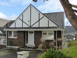 32 Parklands Drive, Karori, Wellington City, New Zealand