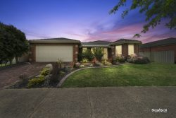 60 Oaklands Way Pakenham VIC 3810 Australia