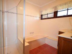 10 Elizabeth St, Everton Hills QLD 4053, Australia