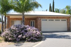 25 Edwards Cres, Waikerie SA 5330, Australia