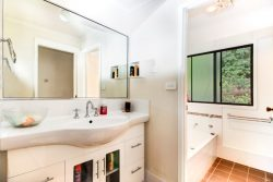 35 Greenwood Ave, Belmont NSW 2280, Australia