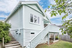 16 Khandallah Rd, Ngaio, Wellington, 6035, New Zealand