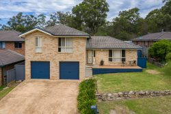 4 Nundah Cl, Bomaderry NSW 2541, Australia