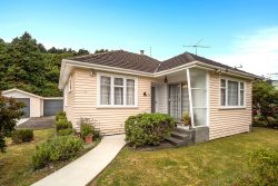 27 Peel Place, Wainuiomat­a, Lower Hutt, Wellington, 5014, New Zealand