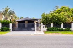 44 Volante Cres, Mermaid Waters QLD 4218, Australia