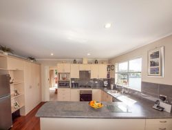 7 Waterford Drive, Johnsonvil­le, Wellington­, 6037, New Zealand