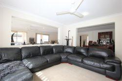 15 Webcke Ave, Crestmead QLD 4132, Australia