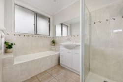 18 Mantova Dr, Wheelers Hill VIC 3150, Australia