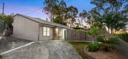 15 Manning Ct, Mount Warren Park QLD 4207, Australia