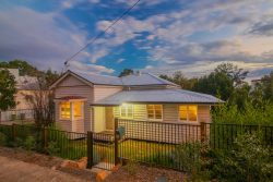64 Pine Mountain Rd, North Ipswich QLD 4305, Australia