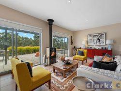 109 Walshs Rd, Goughs Bay VIC 3723, Australia