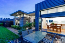 2 Harrowglen Drive, Northcross, North Shore City, Auckland, New Zealand