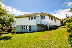 3 Longcroft Terrace, Newlands, Wellington City 6037, New Zealand