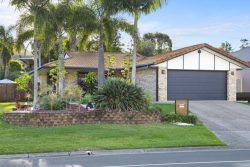 97 Carl Heck Boulevard, Windaroo, QLD 4207, Australia